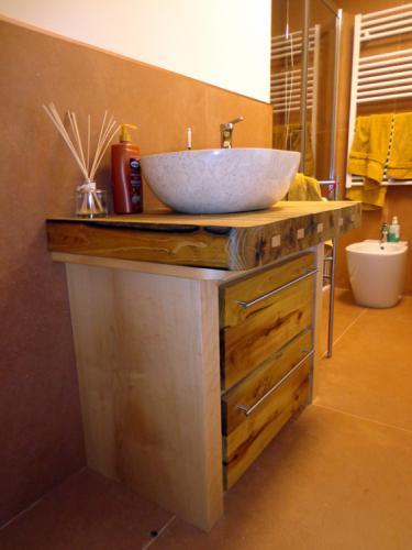 bagno-rustico-su-misura